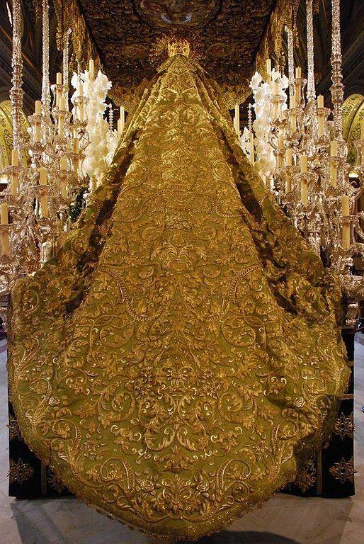 Mantos de la Semana Santa de Sevilla capitulo 4. – Cofrades