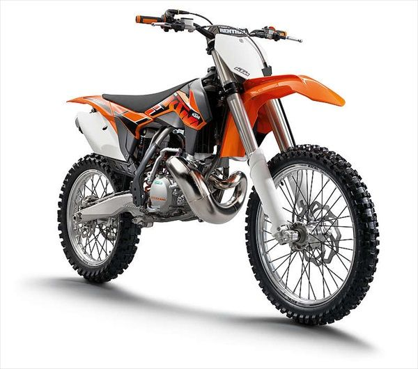 The new 2014 KTM 250 SX is considered to be the motocross bike with the best power-to-weight ratio. The lightweight 2-stroke engine scores with unrivaled performance, wrapped into an extremely lightweight chassis - a serious competitor for the more