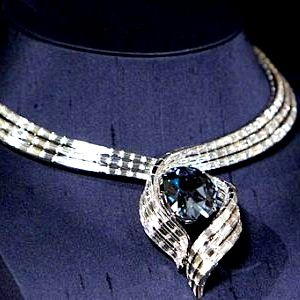 The design was placed on public display on November 18th and celebrates the 50th anniversary of the donation of the Hope Diamond by Harry Winston to the Smithsonian National Museum of Natural History in Washington, DC as well as the museum's 100th anniversary.