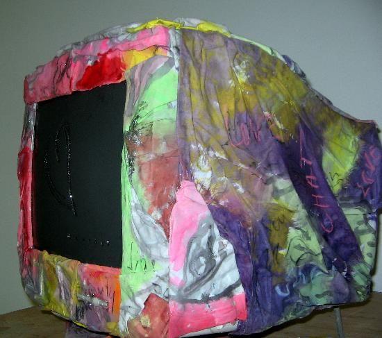 computer ricoperto con tessuti  dipinti