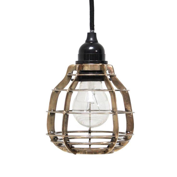 De HKliving Lab Hanglamp is een stoere industriële lamp met een metalen kap. Hij wordt geleverd met een lang snoer. Prachtige verlichting voor boven de eettafel, in de hal of in de keuken. Combineer meerdere lampen voor een speels effect!
