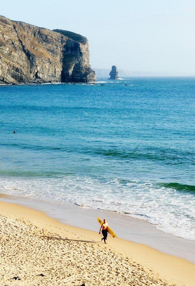 La muy surfera praia Carrapateira, Algarve