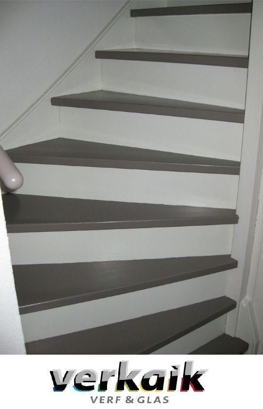 De trap in twee kleuren schilderen levert kleur maar ook rust op