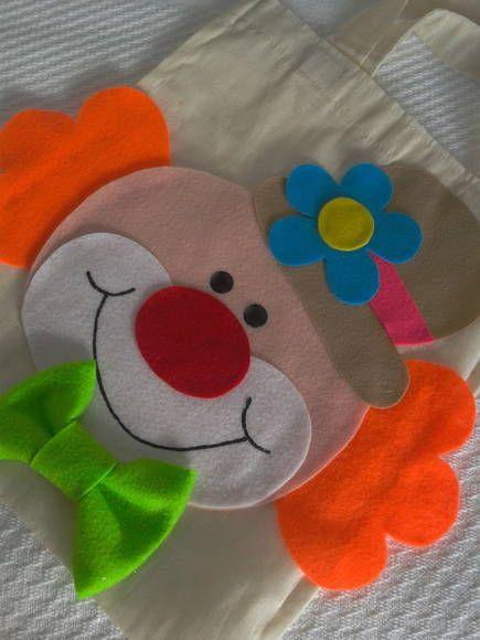 Sacola em algodão crú e aplicação em feltro. <br> <br>Linda lembrança de festa infantil!!! <br> <br>Confeccionamos em outras cores e tamanhos. <br> <br>Não são entregues embaladas. <br> <br>Colocamos tags ou etiquetas sem custo.