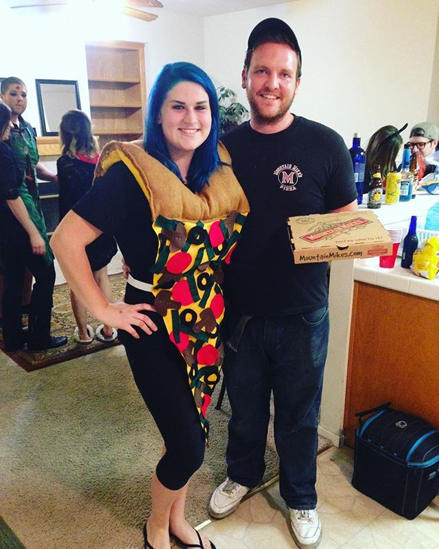 Pin for Later: 93 Creative Couples Costume Ideas Pizza and Pizza Delivery Boy
