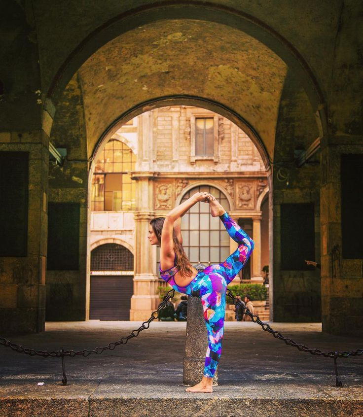 Iniciando hoje mais uma turma da Formação de Professores Premananda Yoga School com @pedroomfranco  Gratidão  .  @pedroperestrello . Look @brofitwear . #yogaeverywhere #yogalife #yogapose #yogaphoto #yogaeveryday #yogalove #yogainspiration #premanandayogaschool #milano #milanodavedere #milaneseimbruttito #yogamilano #italia #italy #ig_milan #ig_milanocity #italian_photo by remozzini