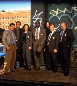 NYPD Blue - NYPD Detectives of Manhattan's fictional 15th precinct investigate criminal cases.