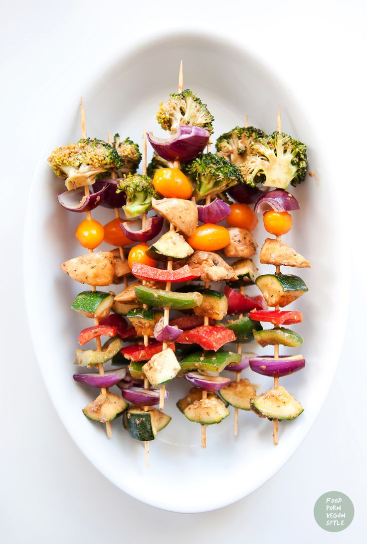 Vegetable skewers with spicy tahini-carob marinade. You can roast them on a grill or bake them in the oven.