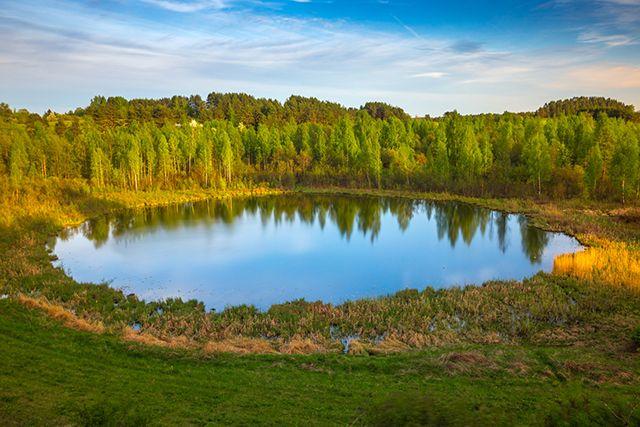 Le lac des yeux de Dieu dans les lacs Braslau, Biélorussie.