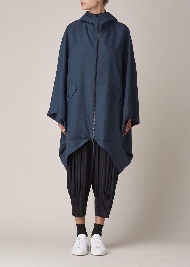 Comfortable and architectural. INTJ fashion. ISSEY MIYAKE — YOHJI YAMAMOTO — WOMAN BY COMMON PROJECTS