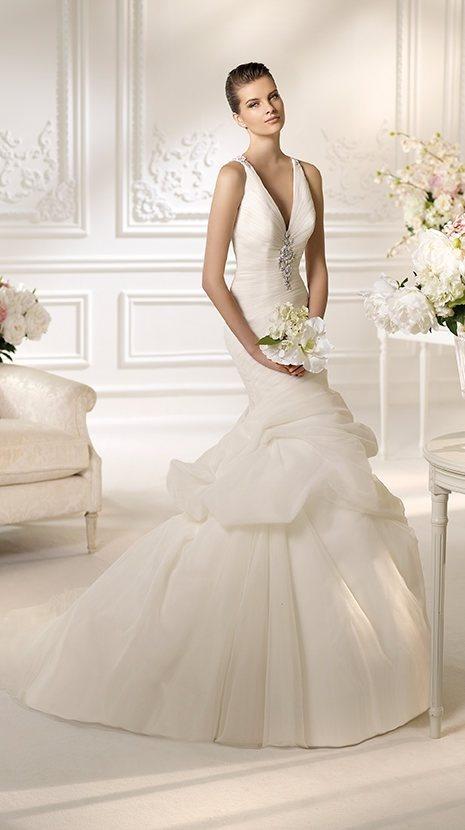224 besten V Neck Bridal Gowns Bilder auf Pinterest ...