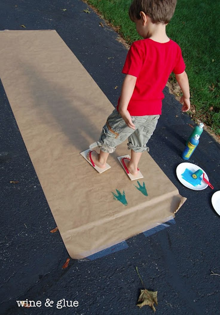 Dinosaur Track Flip Flops- a fun project where kids can use their feet to paint!
