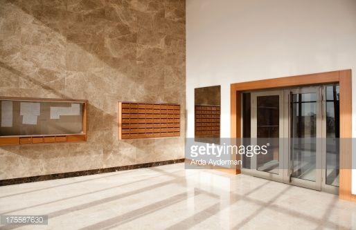 175587630-corporate-office-lobby-gettyimages.jpg (514×333)