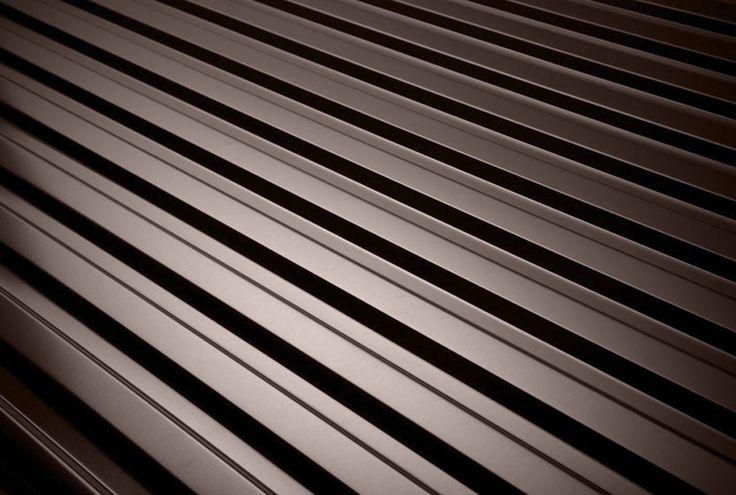 Blacha trapezowa T14 jest dobrym wyborem jako pokrycie dachowe na budynkach gospodarczych, garażach oraz jako elewacja. Blacha T14 charakteryzuje się uniwersalnym wyglądem połączonym z doskonałą jakością materiału.