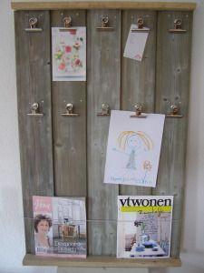 Dit memobord heb ik gemaakt van sloophout (oude schuur ;)), en heeft een mooi plekje ergens in Zwolle.