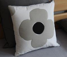 Plastický velký květ.  Originální dekorativní bavlněné povlaky na polštáře, šité z kvalitní designované 100% bavlny vyšší gramáže, k zútulnění vašeho domova.