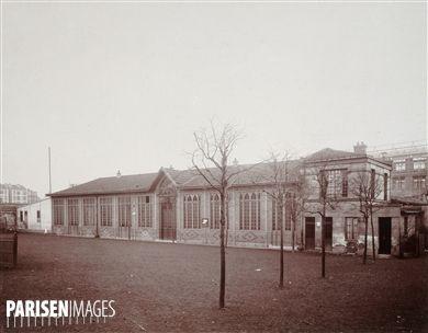 Immeuble 35 rue de Javel. Paris (XVème arr.). Union Photographique Française, novembre 1904. Paris, musée Carnavalet.  © Musée Carnavalet / Roger-Viollet
