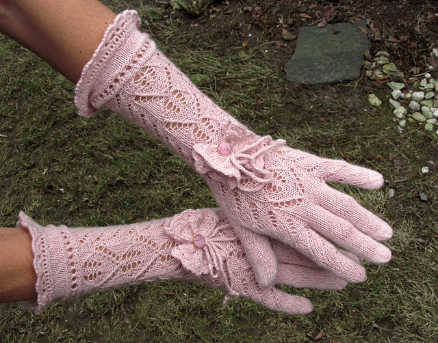 Gloves by dom-klary on Ravelry