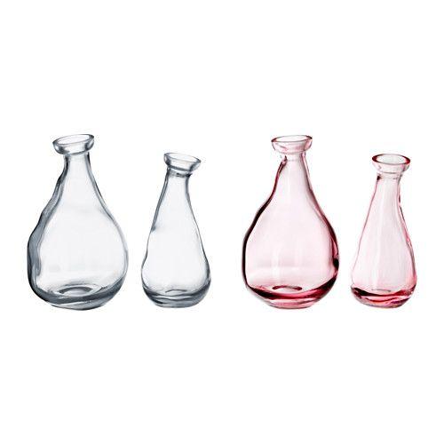 VÅRVIND Vase 2er-Set IKEA Durch die ausgefallene Form wirkt die Vase mit und ohne Blumen dekorativ.
