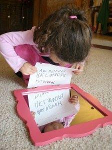 Wetenschappelijke experimenten voor kinderen: Reflections in Mirrors ~ Buggy en Buddy