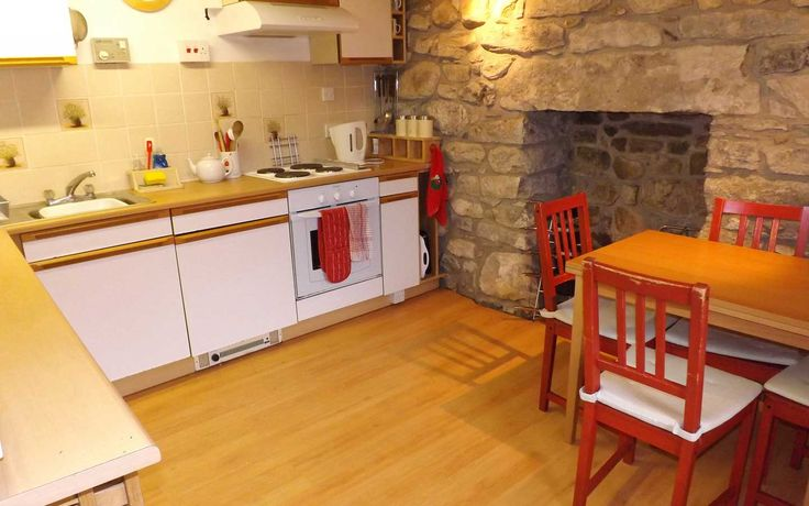 This charming traditional stone cottage is tucked away in the village of Torrin on the Isle of Skye and is within easy access of the shore. Torrin is a small friendly crofting community some 7 miles from the nearest main village of Broadford where there are very good local services including supermarkets, shops, hotels and restaurants.
