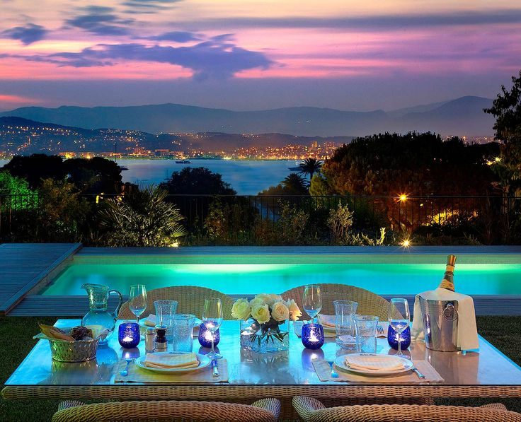 Setting of a romantic honeymoon dinner - the Hotel Du Cap-Eden-Roc in France...OK, I'll go there!!!!