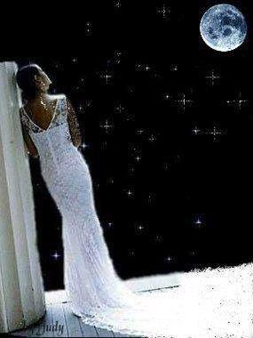 Mi piace il silenzio, mi piace ascoltare il buio e le stelle, mi piace ascoltare i sogni che si raccontano… Dolci sogni ascoltati nel silenzio della notte. ( Maria Viola )