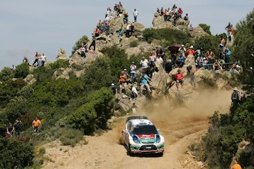 Close to the action during the WRC rally of Sardinia (DIY-OE on Google+) - photo courtesy of F.A. Travel