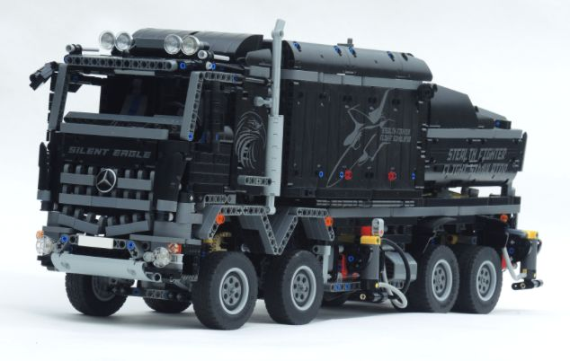 The Mercedes-Benz Arocs creations keep on coming! The latest to grace these pages comes from Eurobrick's Samolot, and it's one of the most impressive developments of LEGO's 42043 set that we've see...