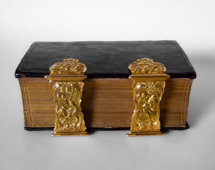 Dutch Bible with golden clasps (Ao 1782) by Pieter Verschuyl, Amsterdam
