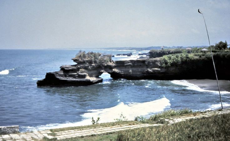 Pura Batu Bolong Tanah Lot 1975