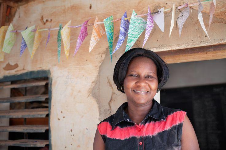 Aider les filles du Burkina Faso à retrouver le sourire   Amnesty International France - Si vous êtes une fille au Burkina Faso, vous avez de grandes chances de ne pas profiter longtemps de votre enfance. Le mariage précoce et forcé y est monnaie courante. Les grossesses précoces également. Mais Martine Kaboré offre à ces jeunes filles une seconde chance de vivre la vie qu'elles désirent.  - Martine Kabore, coordinatrice du  foyer Pân Billa © Leila Alaoui for Amnesty International