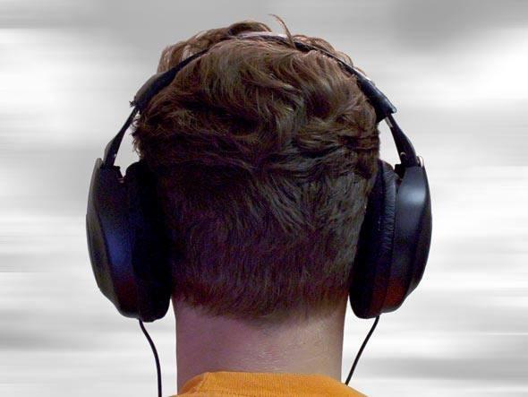 Pensando em um serviço de streaming de música para ouvir em smartphones e tablets? Esta avaliação mostra as características de cinco disponíveis no Brasil: Rdio, Deezer, Grooveshark, Sonora e Rara. Na INFO Online, por Mauricio Moraes e Luiz Cruz.