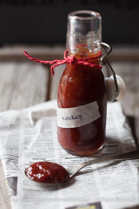 L'americano Heinz, creò la famosa ricetta a base di pomodoro, cipolla, aceto e zucchero più aromi vari, che chiamò Ketchup. Io ho provato a farlo in casa!