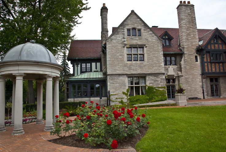 Willistead Manor is located in Windsor and is available for services, receptions, and memorials.