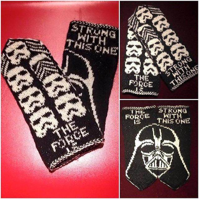 The Dark Side – a pattern for Star Wars-inspired double-knit mittens, available for free download for a limited time.  By JennyPenny.  Instructions available in English and Swedish.