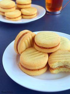 Тесто: 250 г мягкого масла 125 г сахарной пудры 50 г кукурузного крахмала 1 желток ваниль 1/2 ч.л. разрыхлителя 400 г муки Начи...