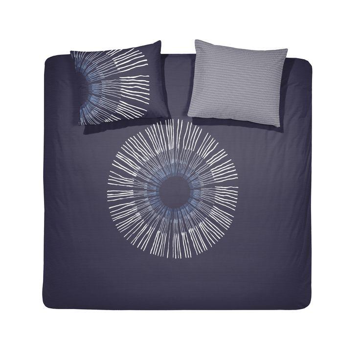 Leg het dekbedovertrek Irusu van Damai op bed en je creëert direct een ontspannen sfeer in de slaapkamer. De combinatie van Japanse invloeden en de rustgevende blauwtinten zorgen voor een mooie sereniteit. De ondergrond van het dessin heeft een subtiel weefsel effect en de achterzijde van het kussensloop heeft een bijpassende print. #damai #irusu #oriental #style #duvet #cover #dekbedovertrek #oosterse #invloeden #indigo #blauw #blue #bedroom #slaapkamer