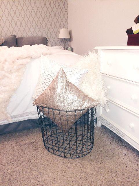 Throw Pillow Display X Storage Basket Wired Basket