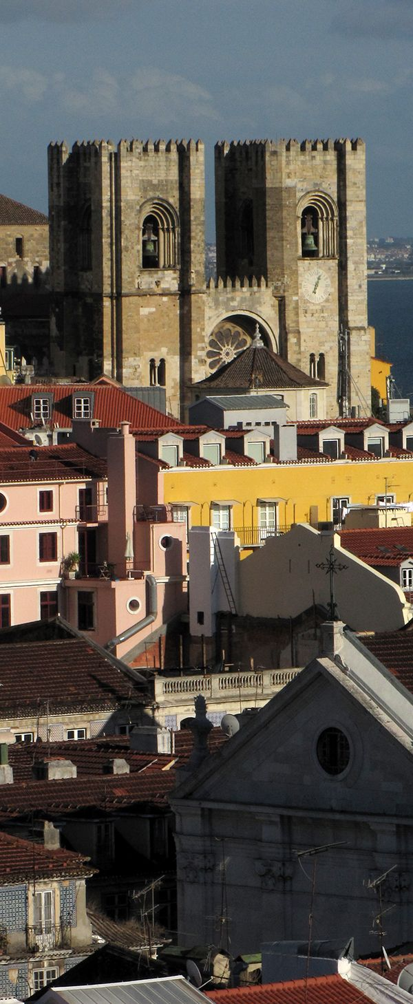 Sé de Lisboa vista do alto do Elevador de Santa Justa.