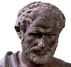 Aristóteles nació en el año 384 a.C. en una pequeña localidad macedonia cercana al monte Athos llamada Estagira, de donde proviene su sobrenombre, el Estagirita. Su padre, Nicómaco, era médico de la corte de Amintas III, padre de Filipo y, por tanto, abuelo de Alejandro Magno.