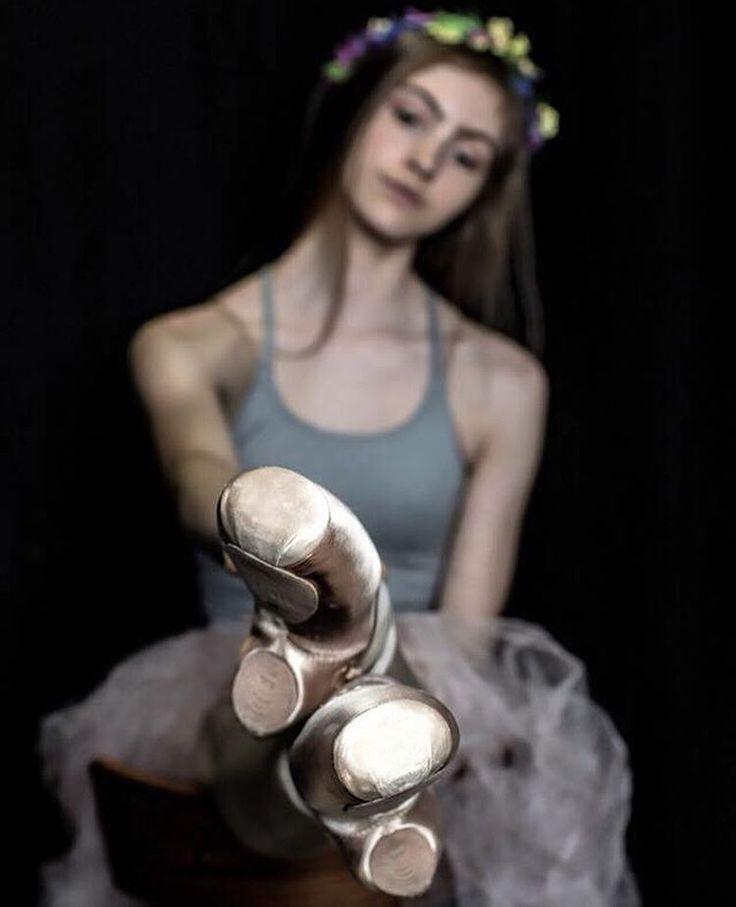 Dans Et! Yaşamı Savun! Gülümse! #bale #güzelsanatlar #zarafet #müzik #fashion #moda #art #artwork #photooftheday #photography #photographer #dance #edebiyat #sculpture #tiyatro #painting #fashionblogger #model #şiir #kültür #style #sanat #beautiful #kadın #beauty #womanstyle #color  #creative #tasarım #Ballet_beautie #sur_les_pointes