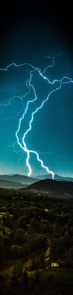 aspen colorado lightning strike  -  photo by thomas o'brien   www.tmophoto.com