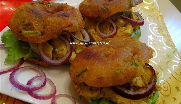 Surinaams eten – Bara gevuld met traditionele kip masala