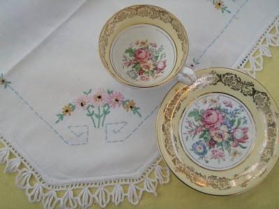So prettyPretty Teas, Teas Time, Teas Cupspot, Pretty Vintage, Vintage Pink, Vintage Linens, Linens Vintage, Beautiful Vintage, China Cupboards