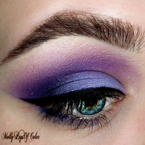 If you love purple, this eye makeup by Preen Me MUA Molly will definitely be on your re-shares! She added more drama by using the eye-opening gift she received from Tweezerman #realbeautygenius. The ProCurl Lash Curler is designed to give your fringes that extra pop you need.
