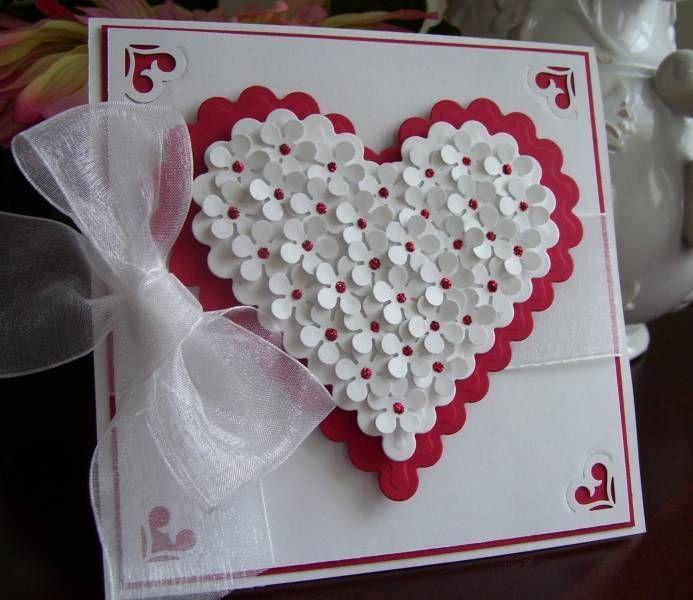 hecho a mano de San Valentín ... corazón lleno de flores ... luv las docenas de pequeñas flores estampadas con toques de rojo Stickles en el centro ... mucha paciencia para colocar todos los liffle flores justo !!: