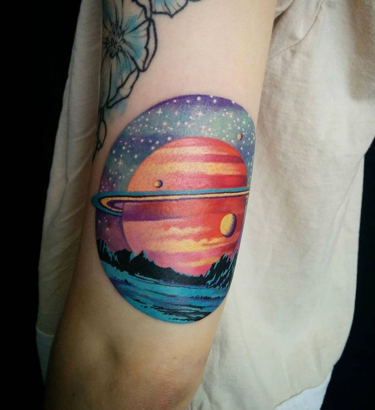 """Gefällt 219 Mal, 7 Kommentare - Tegan Rush (@teganrush) auf Instagram: """"Had a lot of fun with this Saturn peice on the back of the arm. Sorry for the wrapping! #tattoo…"""""""