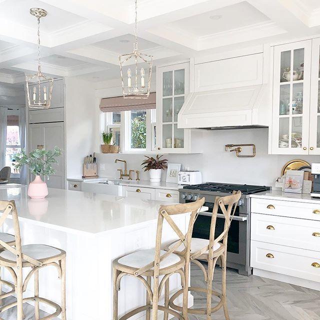 White Kitchen Kitchen Decor Kitchen Inspo Traditional Kitchen Gold Hardware