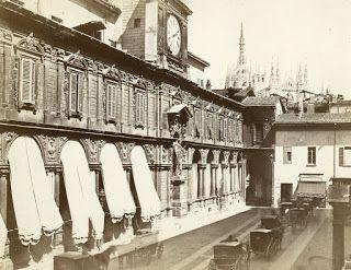 piazza Mercanti e porta di Pescheria verso il Duomo